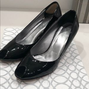 Almalfi patent leather pen toe pump